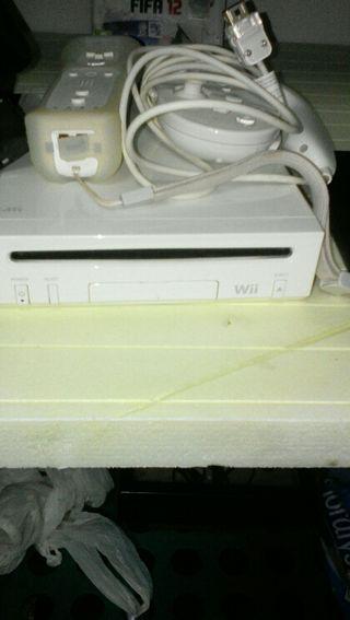 Consola nintendo Wii ,con tres jugos