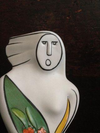 Escultura de porcelana