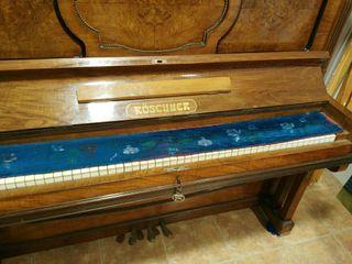 Piano Roschner de caoba muy antiguo