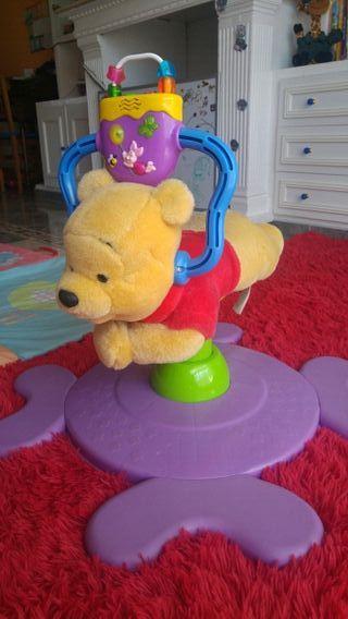 saltador oso bebe