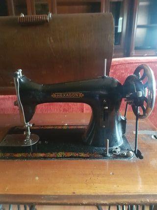 maquina de coser hexagon con mesa antigua