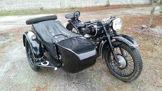 Se alquila moto antigua para eventos
