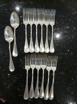 12 fourchettes+2 grandes cuillères argentés