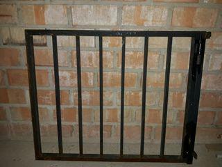 puerta para escaleras