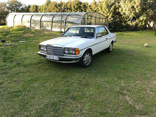 Mercedes-Benz 230CE en caja W123 1977 110cv