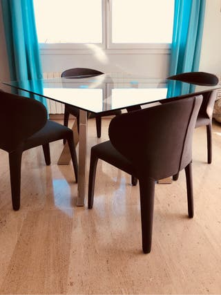 Dinner table & chairs