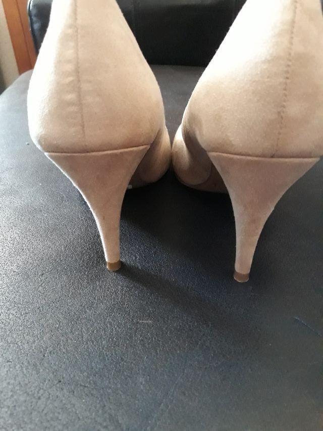 hola vendo zapatos beis puesto solo horas estiliza