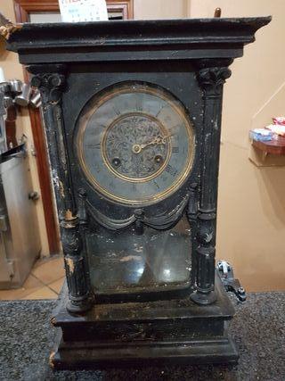 reloj pendulo antiguo