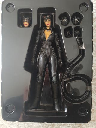 Figura Catwoman Play Arts kai