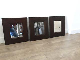 3 espejos de madera oscura