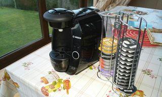 Cafetera Tassimo y 2 porta capsulas