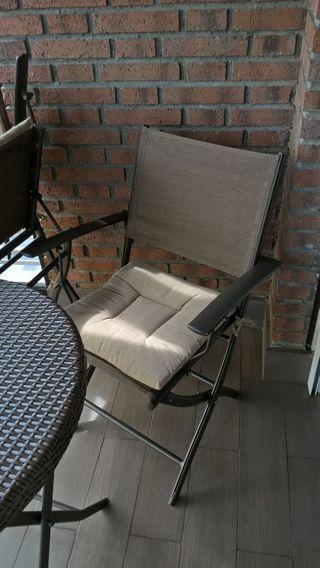 mesa y sillas exterior interior terraza jardin