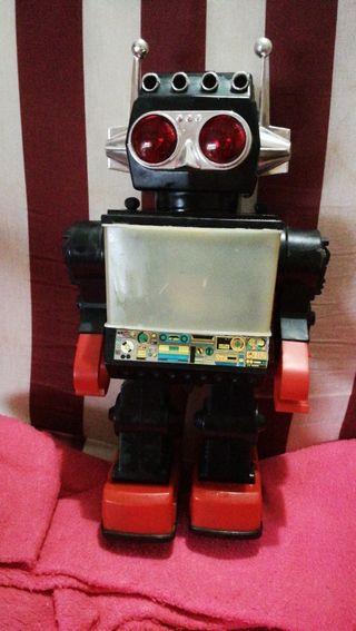 ROBOT ANTIGUO DE LOS AÑOS 80 EN BUEN ESTADO