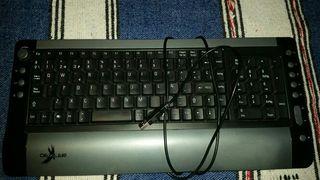 CPU torre de ordenador más teclado y raton