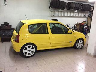 Renault Clío Sport rally