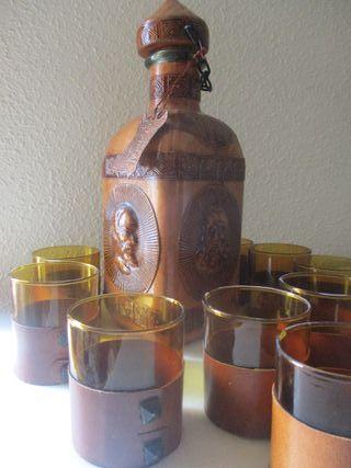 Botella + juego de vasos (forrado de cuero)