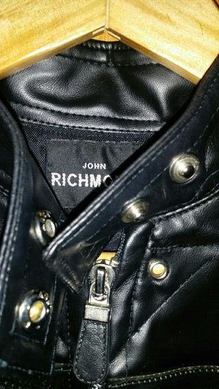 Cazadora John Richmond, original.