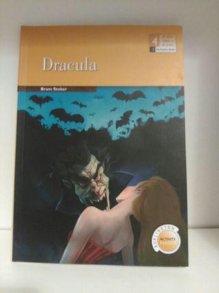 "Libro ""Drácula"" en inglés."