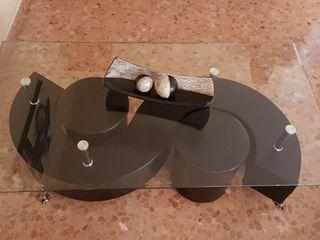 mesa de centro forma de S con dos banquitos