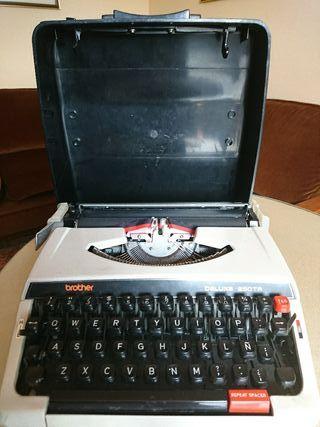 Máquina de escribir. Brother