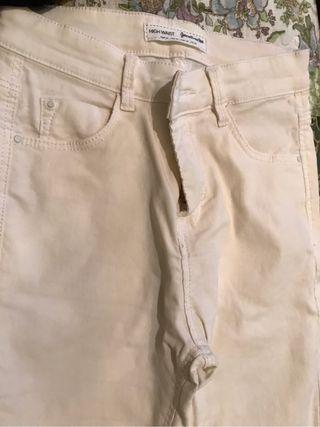 Pantalón blanco stradivarius