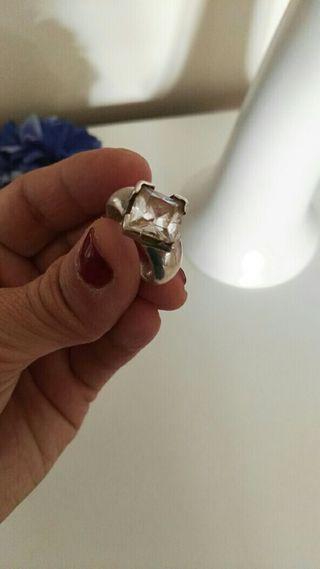 anillo con brillante