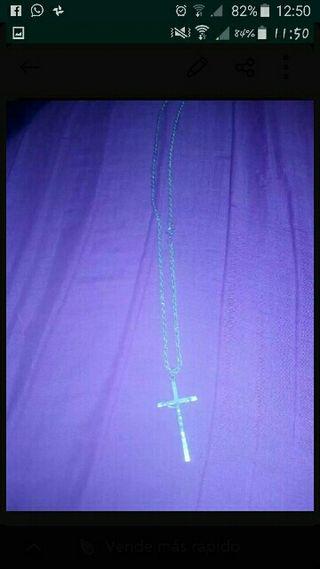 cadena con cruz de plata
