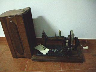 Máquina de coser. Antigüedad.