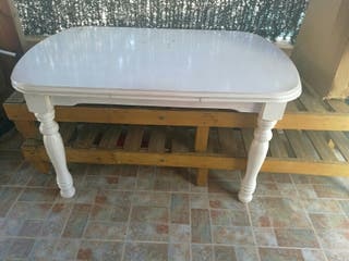 Mesa Blanca de madera.