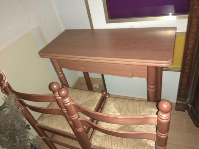 Mesa de cocina libro y 2 sillas a juego. de segunda mano por 90 € en ...