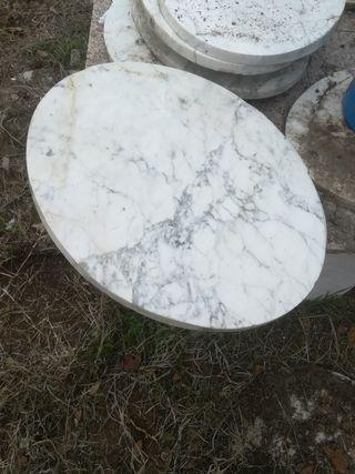 piedras o losas de marmol blanco