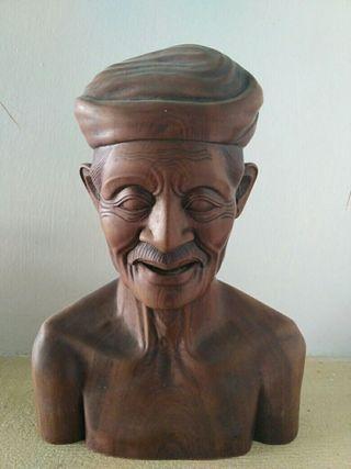 Busto madera