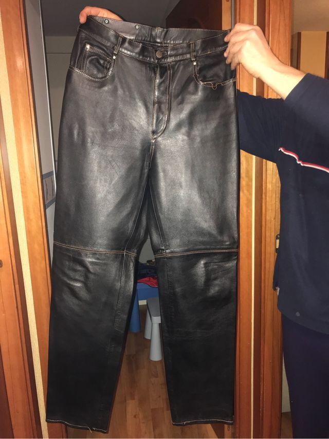 Pantalones De Cuero Hombre De Segunda Mano Por 20 En San Sebastian De Los Reyes En Wallapop