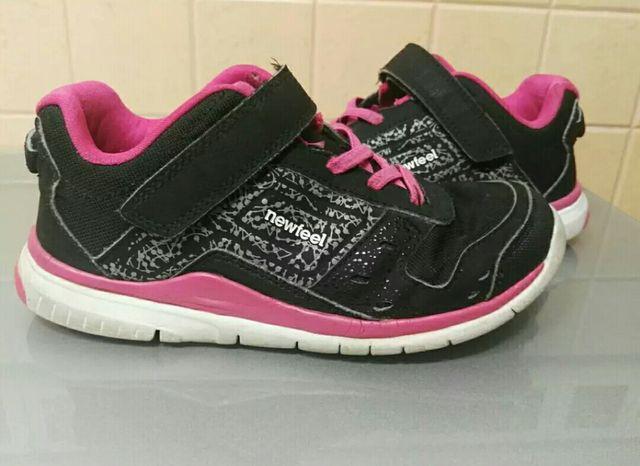 f9c9e7de Zapatos deportivos niña de segunda mano por 5 € en Estepona en WALLAPOP