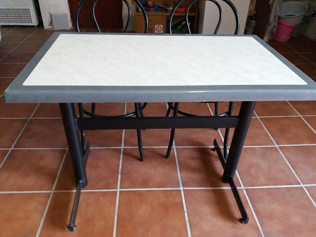 mesa +4 sillas para bar