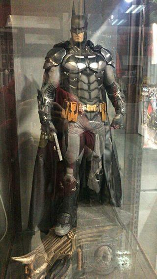 Batman Arkham 87cm Prime Studio 1 + vitrina. 1000u