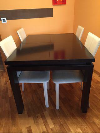 Mesa de salòn y sillas