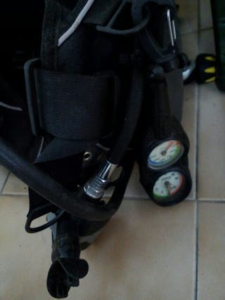 equipo buceo