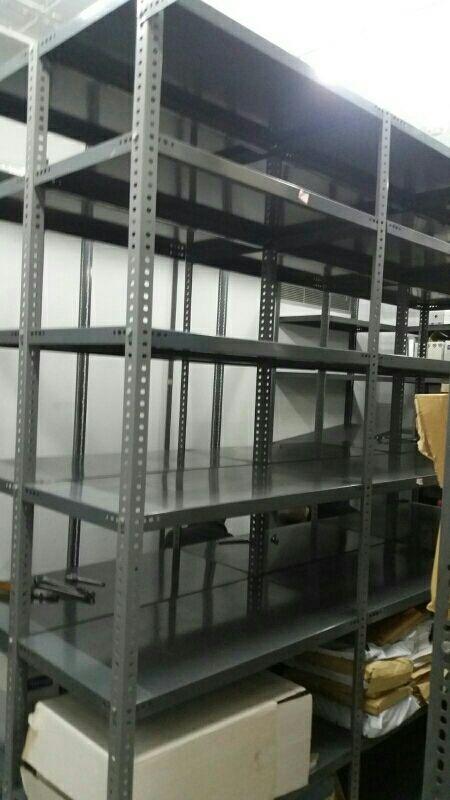 Estanterias metalicas para almacen de segunda mano por 3,5 € en ...