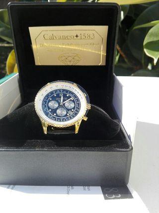 Magnífico Reloj con 8 diamantes y chapado en oro