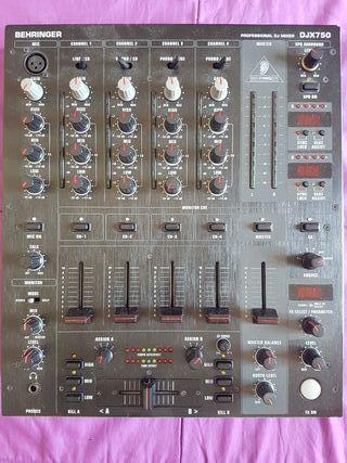 Mesa de mezclas Berhinger DJX750