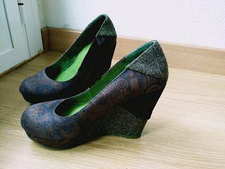 zapato cuña desigual