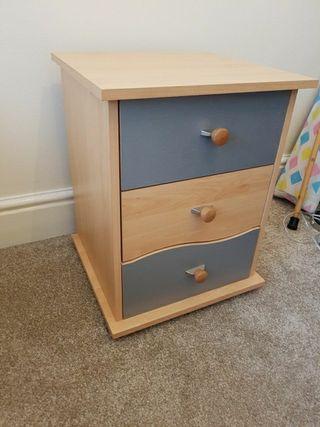 bedside cabinet wooden. 3 drawers
