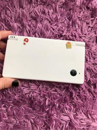Consola nintendo DS i, con cámara+ juego+cargador