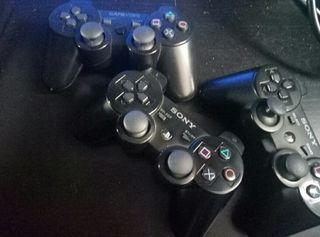 Ps3 + tres juegos + tres mandos y todos los cables