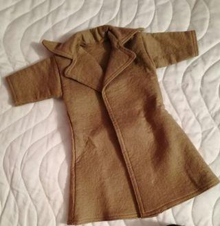 abrigo camel muñeca Nancy