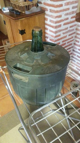 11 Garrafas de arroba de vino