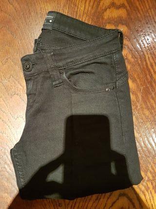 Pantalon negro de chica