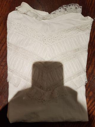 camiseta blanca de encajes
