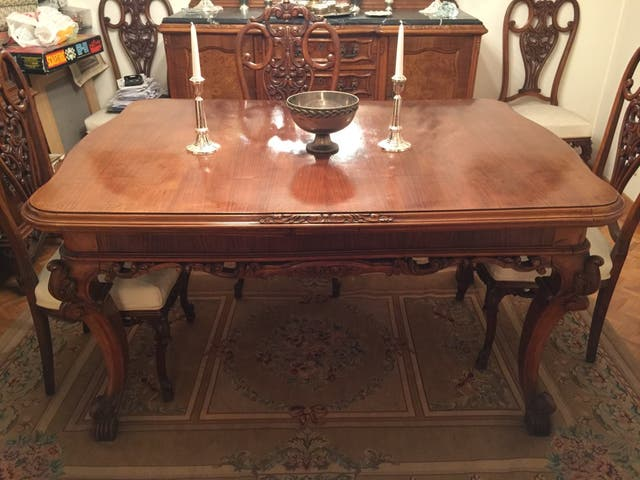 Preciosa mesa comedor extensible estilo luis XV